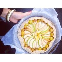 Tarte rustique aux pommes, noix et caramel au beurre salé